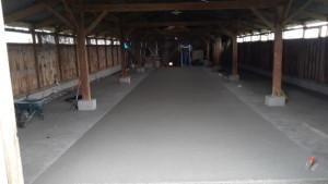dallage en béton drainant dans un hangar