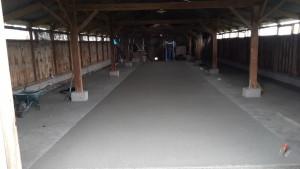 Béton drainant dans un hangar