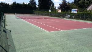 Avant le peinture de court de tennis