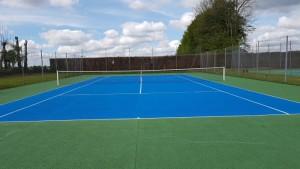 Travaux de régénération de court de tennis