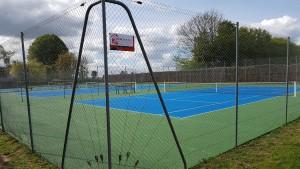 Terrain de tennis après la peintures