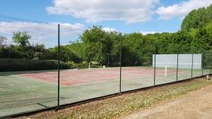 Terrain de tennis nettoyé