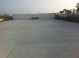 terrain de tennis en béton drainant