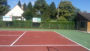 Réparation des fissures trous sur un court de tennis en béton poreux