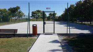 Rénovation d'un court de tennis avant la peinture