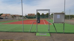 Après la peinture de court de tennis