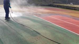 Nettoyage démoussage de court de tennis